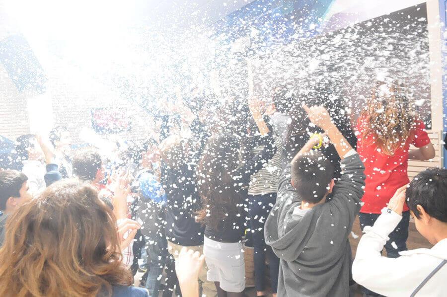 בני נוער חוגגים במועדון בת מצווה ניין אירועים